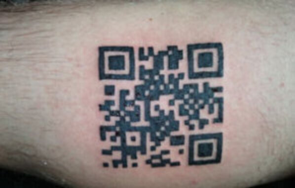 Decoding small QR codes by hand